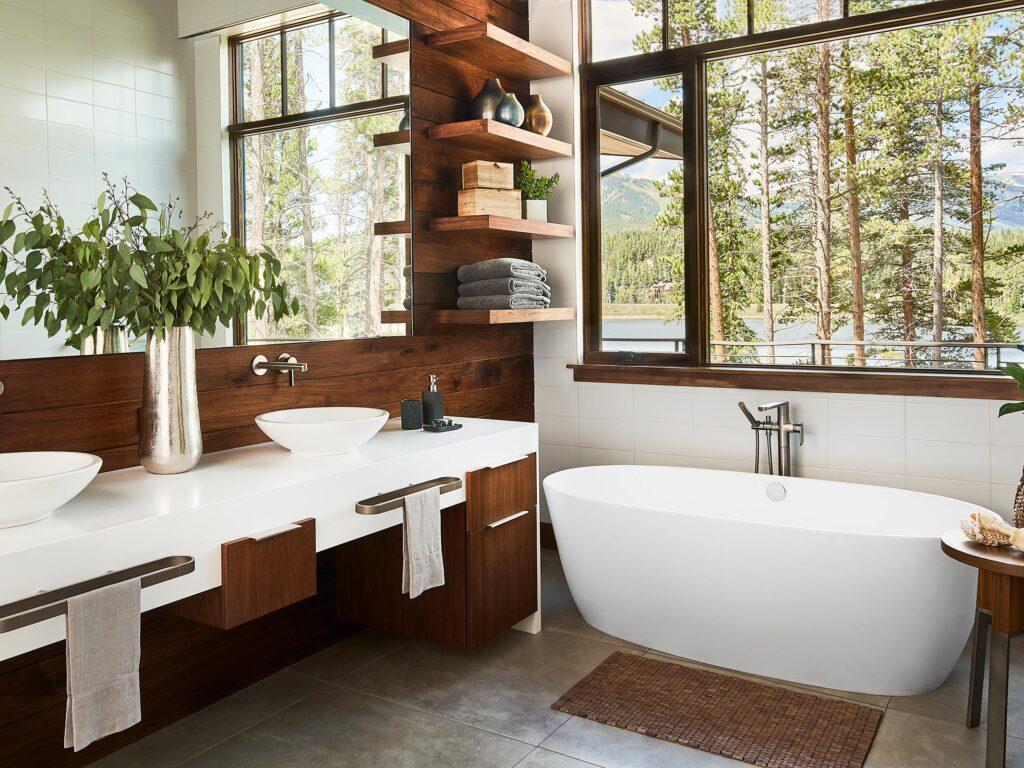 Modern bathroom with Soaking Tub